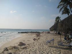 Beach @ Casa DelMar looking towards Aruba Beach Club
