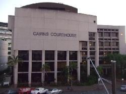 目の前が裁判所と警察署