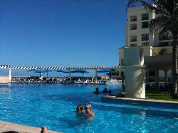 pool with swim-up bar