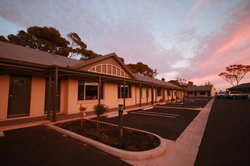 Sundowner Motel Hotel