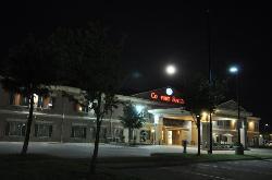 Hotel in Vollmondnacht