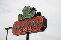 ‪TWO FROGS GRILL‬