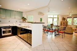 Large fully self contained kitchen & lounge