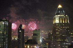 Der Blick vom Zimmer aus der 43. Etage mit Blick aufs Feuerwerk überm Hudson am 4. Juli (Indepen