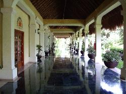 Walkway from Royal Suites to Riveria lobby