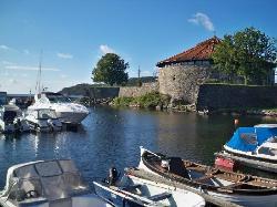 Hafen mit Festung (27211726)
