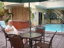 The hotel swimming pool,the ideal and quiet place for my wine