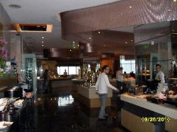 East/West breakfast buffet @ comfortable 5/F Cafe w. good choices