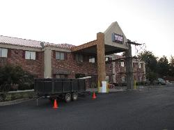 Lamar Inn & Suites