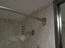 salle de bain avec moisissure