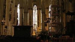厳粛な祭壇