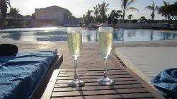 champagne a la piscine