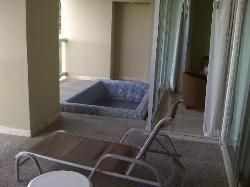 alberca en el balcon de la habitacion