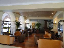 Marriott Village d'Ile-de-France - lobby & bar area