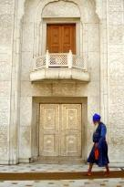 costume traditionnel sikh et porte d'argent du Gurdwara (31137540)