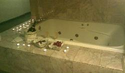 hot tub jacuzzi in the suite room on floor 2 next to the elevator