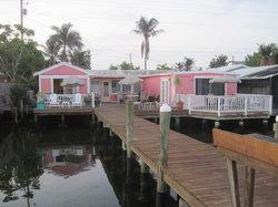 Bayfront Cottage Inn & Boatel