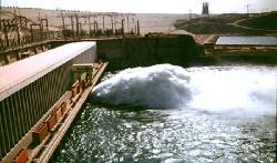 Der Nassersee wird aufgestaut und der Unterlauf bewässert