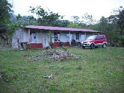 the cabinas at Rio Celeste Lodge
