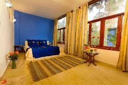 Standard room with jacuzzi bath, ac, sat t.v.