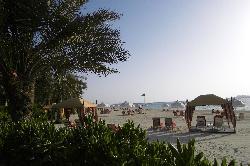 um den Pool laufen und schon sieht man den Strand..
