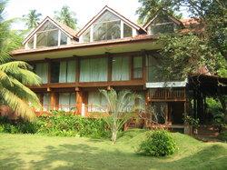 Lotus Backwater Resort Aronda
