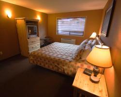 Elkwater Lake Lodge and Resort