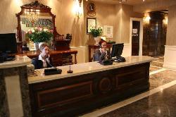 勞勒斯酒店