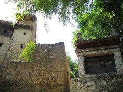 梭坡古碉群