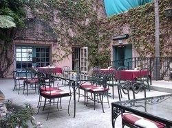 Nona's Courtyard Cafe