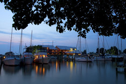 Knapp's Narrows Marina & Inn