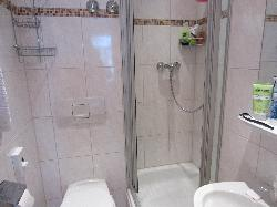 Ensuite - very clean