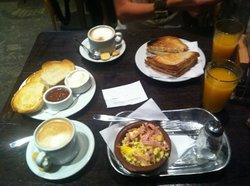 Mama Racha Resto & Bar