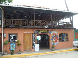 Henry's Iguana Beach Bar & Restaurant