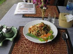 Pad Thai with shrimp (6) for 120 baht