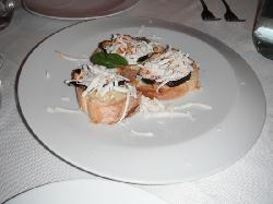 Garlic Bread with Tomatoe, cheese and funghi