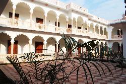 Hotel Surya Vilas Palace