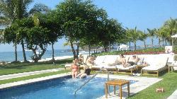 Wonderful pool and beach