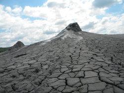 Vulcanii Noroiosi (Muddy Volcanoes))