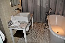 Corner room bathroom