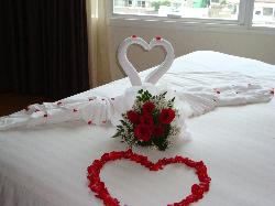 nice bed honeymoon deco
