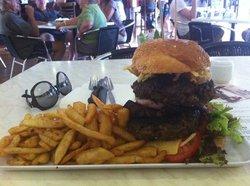 roey burger...20cm tall and 800gram of beef alone
