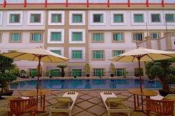 โรงแรมร๊อคกี้พลาซา