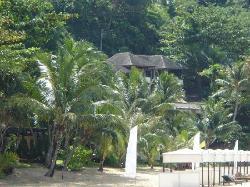 Lhotel depuis la plage...