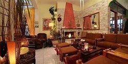 瓦洛尼斯酒店