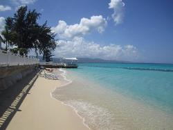 Beach for shallow swimming/snorkeling