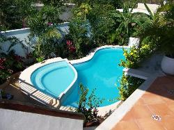 Pool, clean and inviting