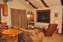 Kenwood Oaks Guest House