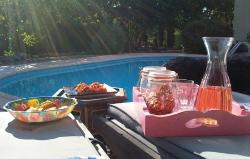 Namiddag borrel bij het zwembad