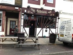 ‪The Albion Bar‬